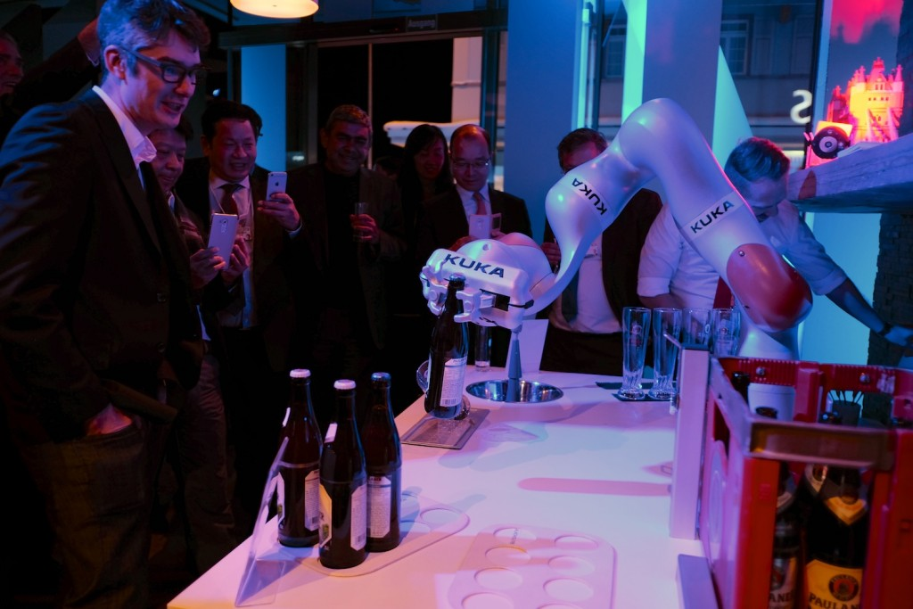 Anthony watching beer robot at Infosys reception, WEF 2016